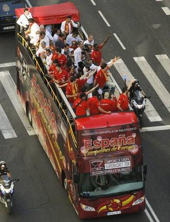 autobús descapotable selección española de baloncesto campeona de Europa