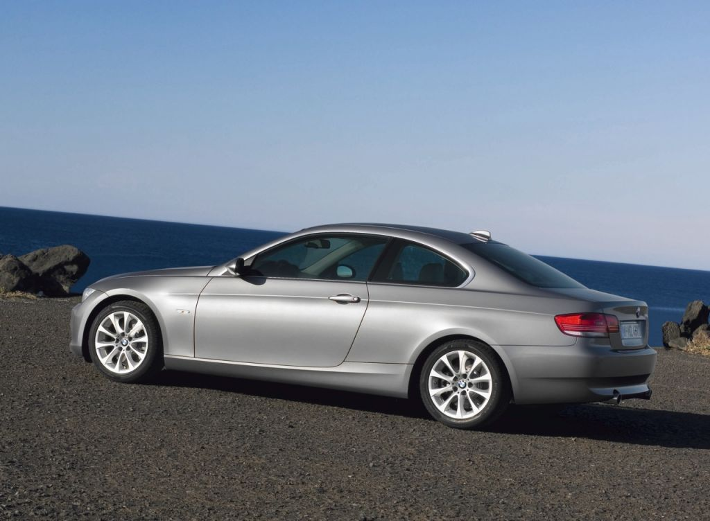power cars 2010 bmw 3 series pictures. Black Bedroom Furniture Sets. Home Design Ideas