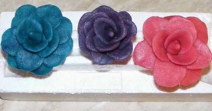 ornamente, ornamente tort din martipan, flori ornamente, flori martipan, flori, ornamente tort, ornamente pentru torturi si prajituri, ornamente prajituri, flori din martipan, ornamente dulci, ornamente martipan, trandafiri, trandafiri de martipan, figurine,