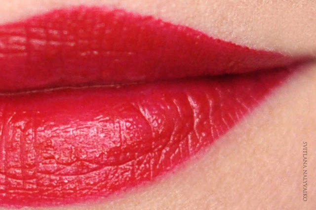 Помада Make Up Factory Lip Color в оттенке 156 Red Temptation
