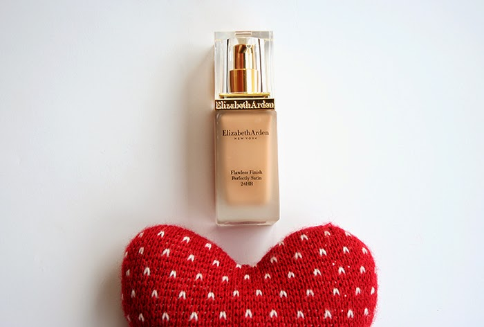 FLAWLESS-FINISH-PERFECTLY-SATIN-MAKEUP-ELIZABETH-ARDEN-TALESTRIP