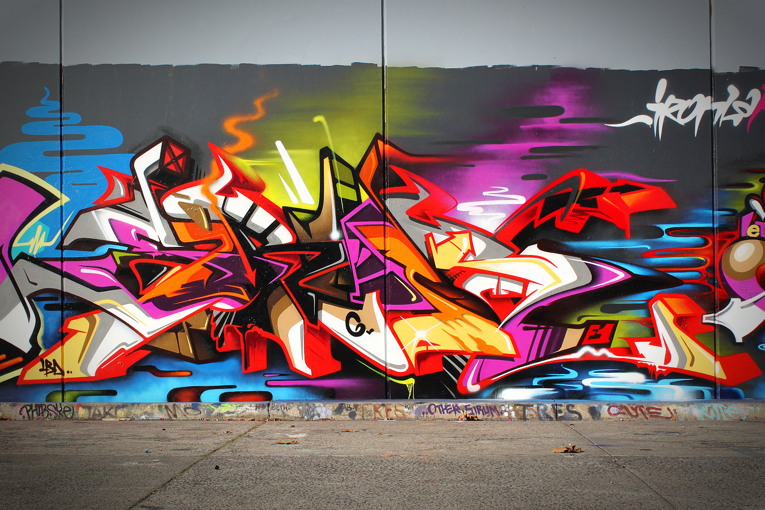 Mural and Graffiti art: June 2013