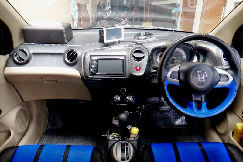modifikasi interior mobil honda brio