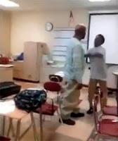 alumno le pega a su profesor