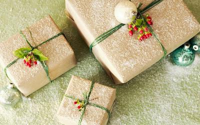 http://1.bp.blogspot.com/-zNbEuqKPuZ0/Tlv5ztwqc8I/AAAAAAAAAgQ/FUD0txV8npM/s400/Christmas_wallpapers_Christmas_gifts_025857_.jpg