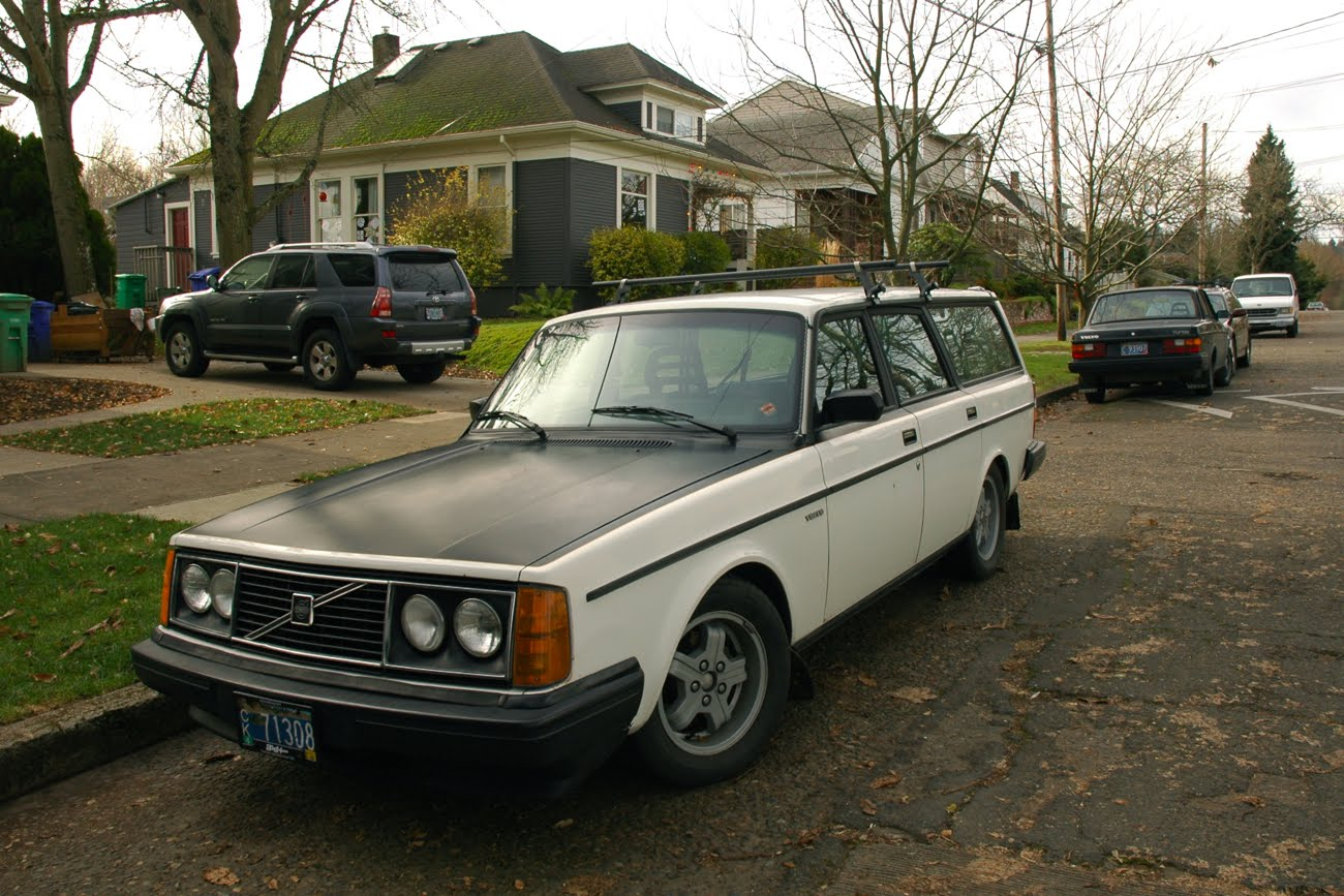OLD PARKED CARS.: 1983 Volvo 245DL.