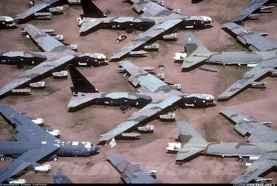aeronaves - Davis-Monthan AFB - o maior cemitério de aeronaves do mundo  AMARC+-+B52+awaiting+scrap