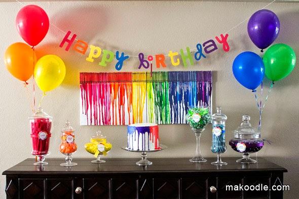 tables en fête: une décoration d'anniversaire rainbow arc en ciel