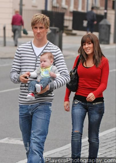 Football Stars Fernando Torres Wife Pictures 2011