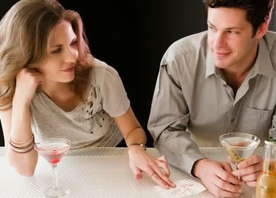 Cara Beri Kode Cinta kepada Pria