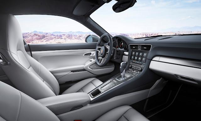 2017 Porsche 911 interior