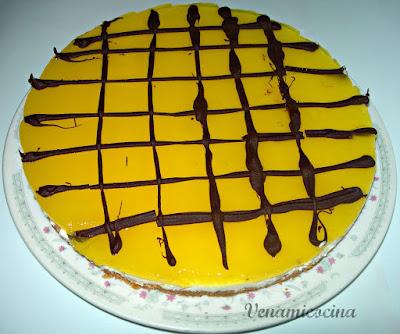 Tarta mousse de queso con jalea de ciruelas