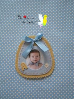 detalle-bautizo-hecho-a-mano-personalizado-en-fieltro-iman-babero-portafoto-marco-retrato-detalle-para-invitado-recuerdo-bautizo