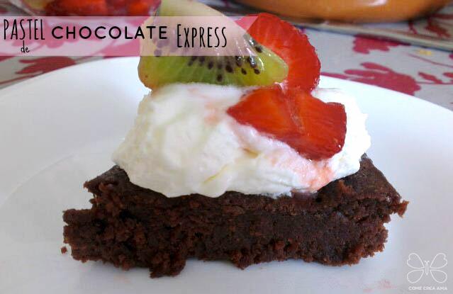 bizcocho de chocolate al microondas facil
