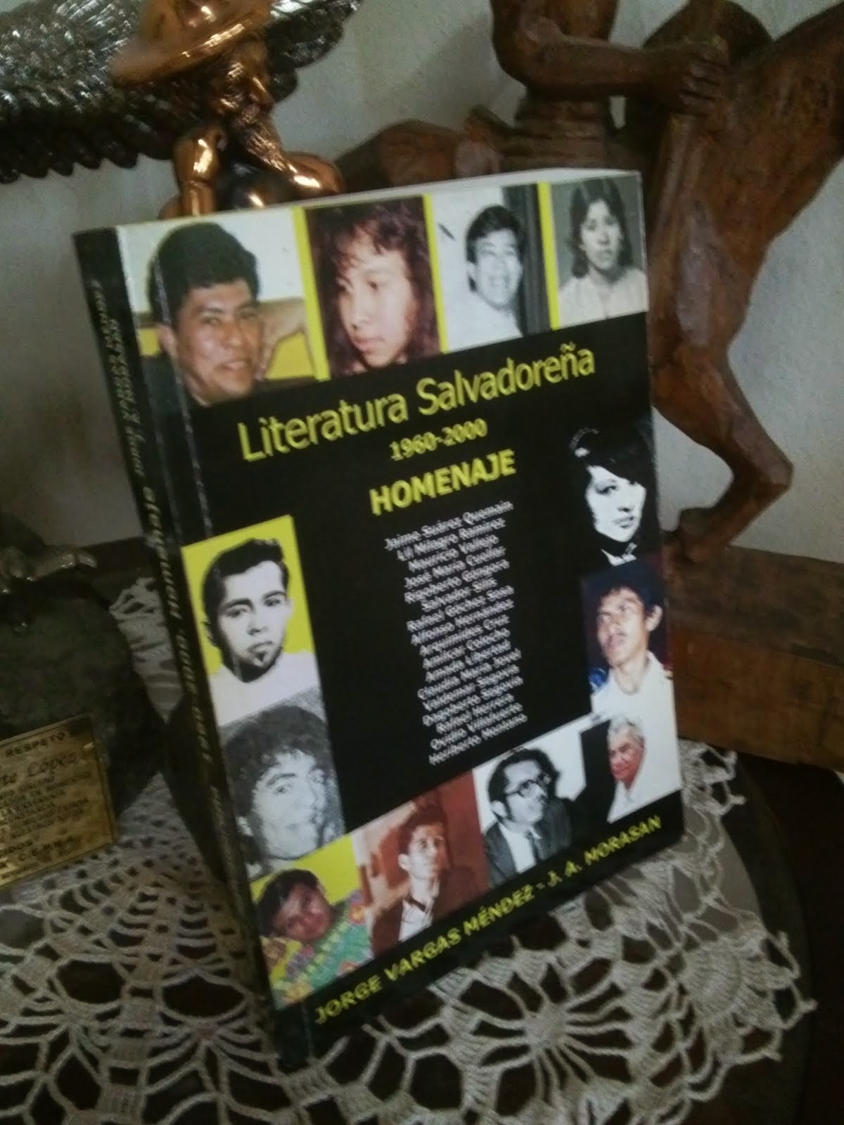 "ANDRÉ CRUCHAGA EN: ""LITERATURA SALVADOREÑA, 1960-2000"