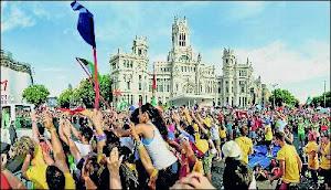 La bienvenida a Benedicto XVI congregó el jueves a miles de peregrinos.