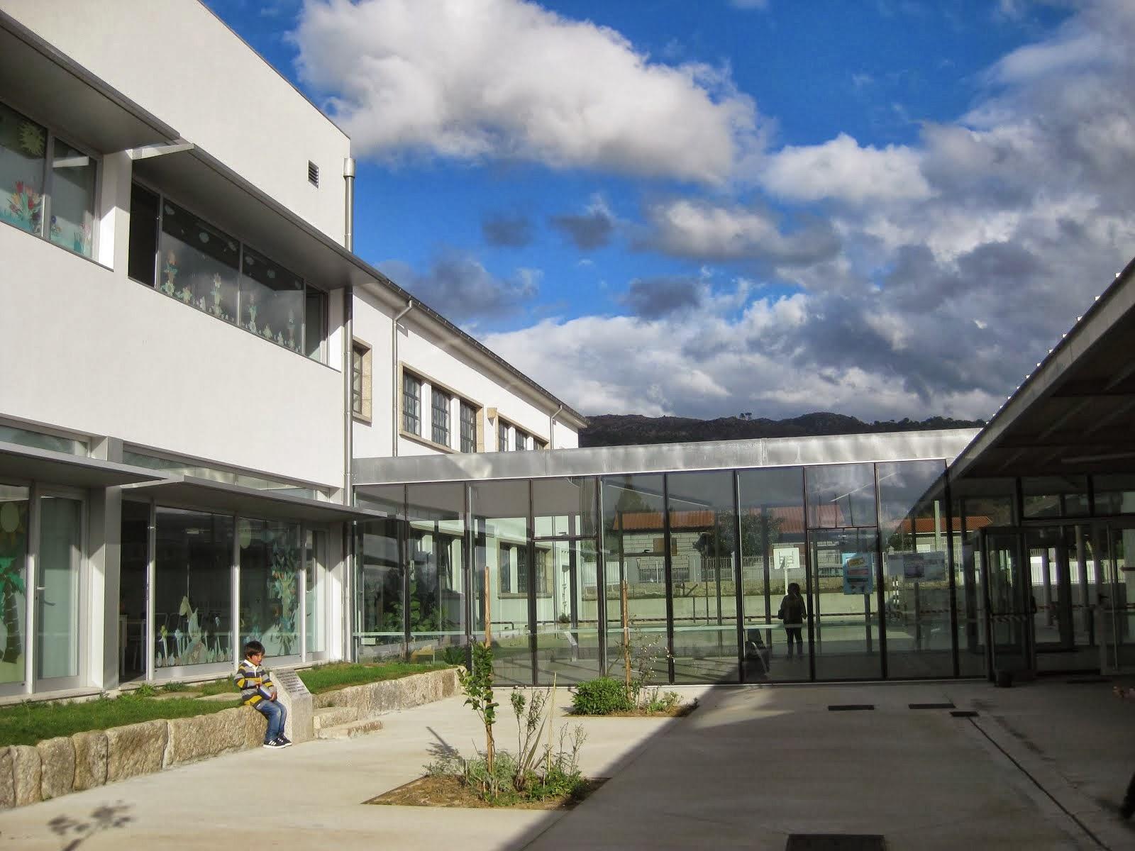 Já passou um ano que o novo centro escolar foi inaugurado - 23 de outubro