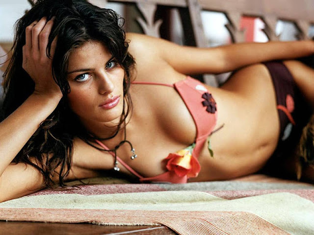 Isabeli Fontana sexy in bikini