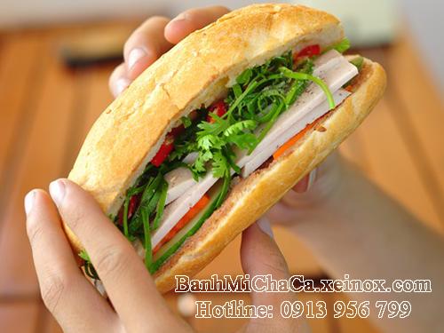 Bánh mì chả cá Hà Nội