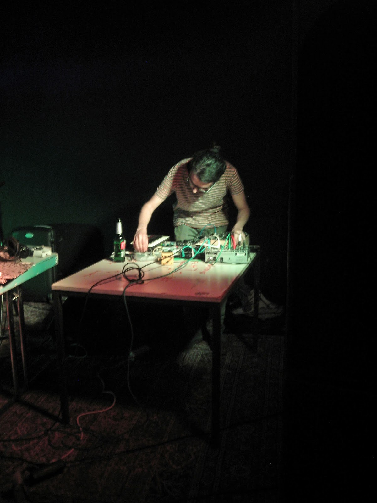 Gael Moissonnier Uncertain Random-Noise Loops Bursting Through Eternity