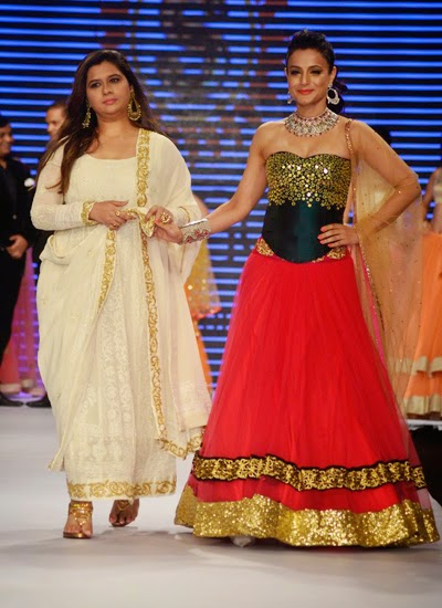 Chitrangada singh, Ameesha patel and Neha Dhupia walk the ramp at IIJW 2014