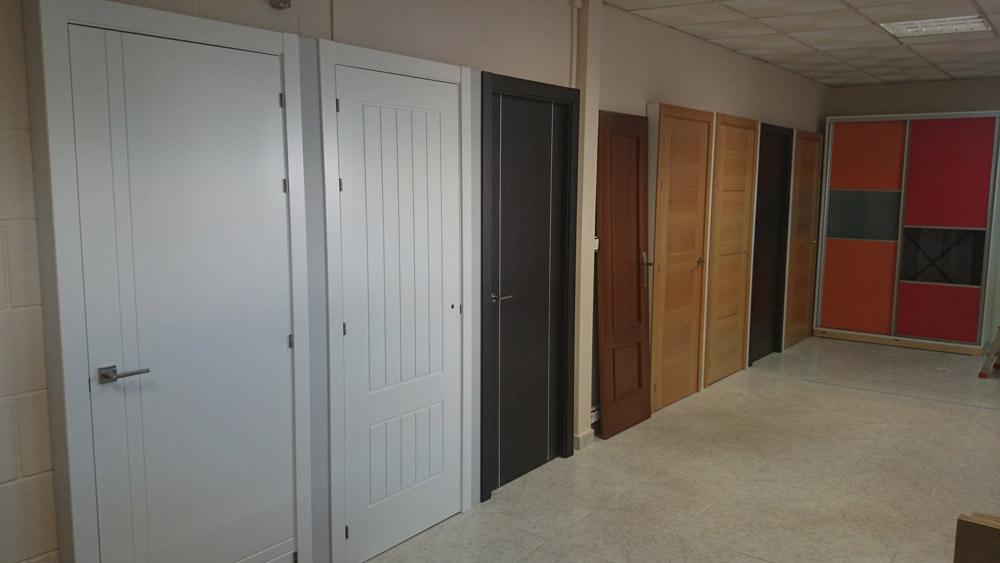 Puertas uniarte en sevilla armarios y vestidores parquet for Puertas uniarte lacadas