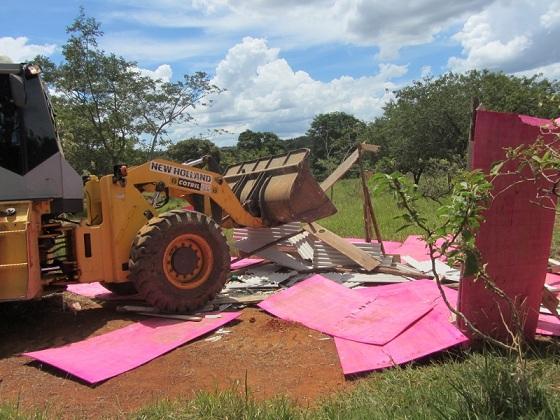 Quatro construções são removidas em operação realizada em São Sebastião