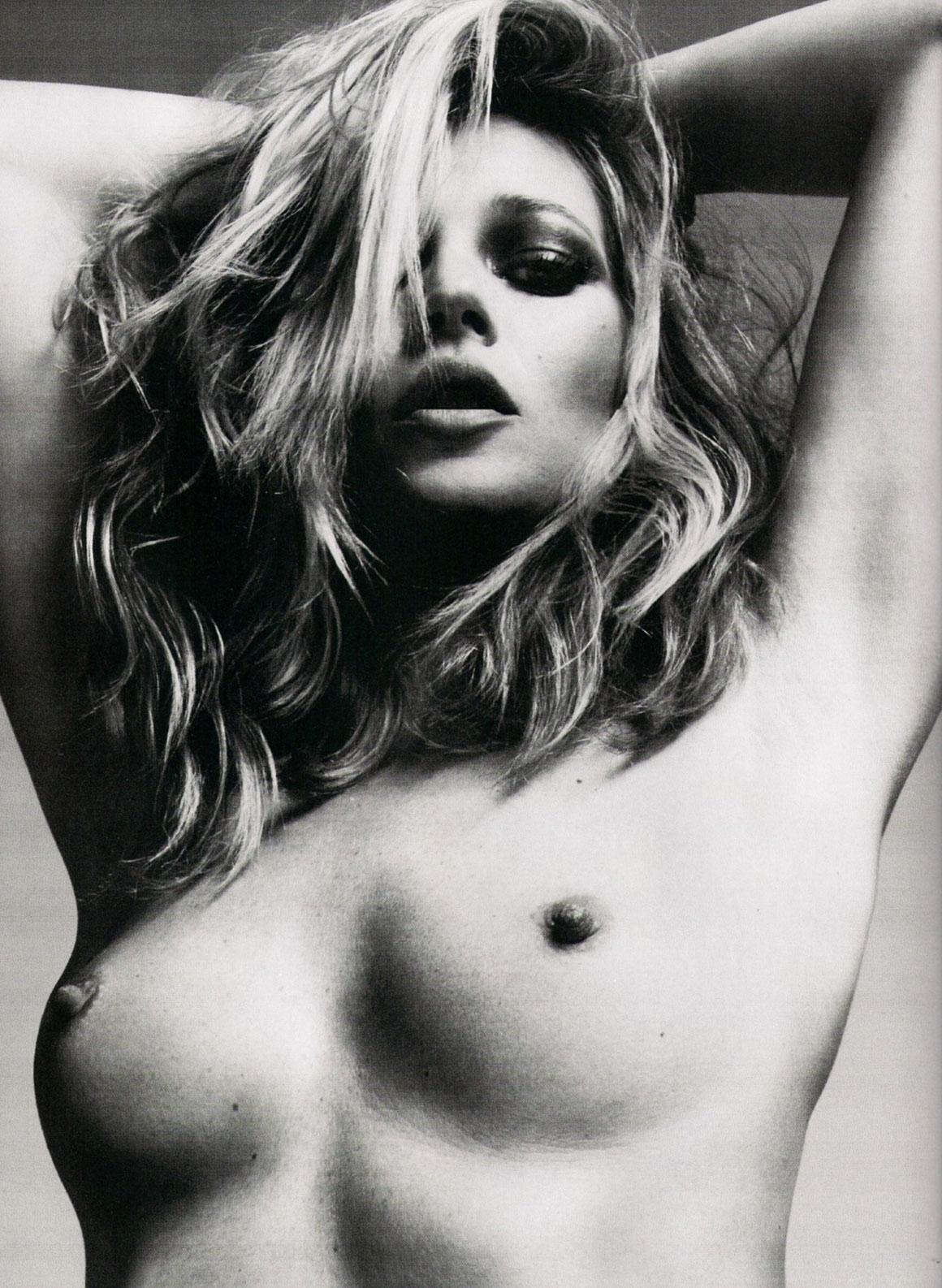 http://1.bp.blogspot.com/-zPtEzOHnzpU/T0_yn8HUePI/AAAAAAAAP8g/GDq-S8C_R4Y/s1600/sciencextra.fr-Kate+Moss+pose+seins+nus+pour+la+Fashion+Week+Parisienne.jpg