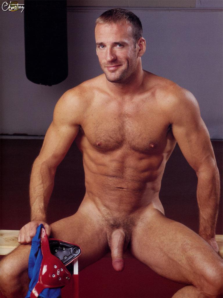 Cremita en el culo apretado de un gay aliente - Pornes