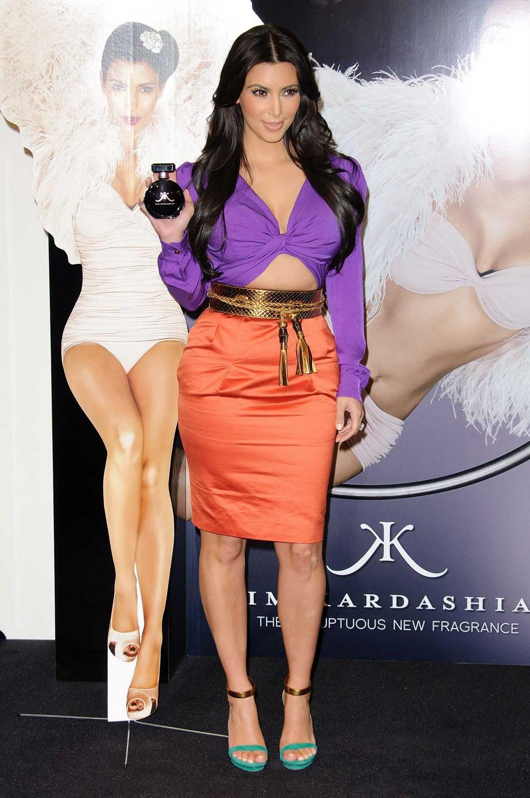 http://1.bp.blogspot.com/-zQCKFhto9Fk/TuOATi67TzI/AAAAAAAABA8/I5xdJ_uCJ_I/s1600/kim_kardashian_purple_4.jpg