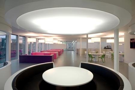 Decoraci n de interiores el estilo futurista muebles y dise os de moda Diseno interior futurista