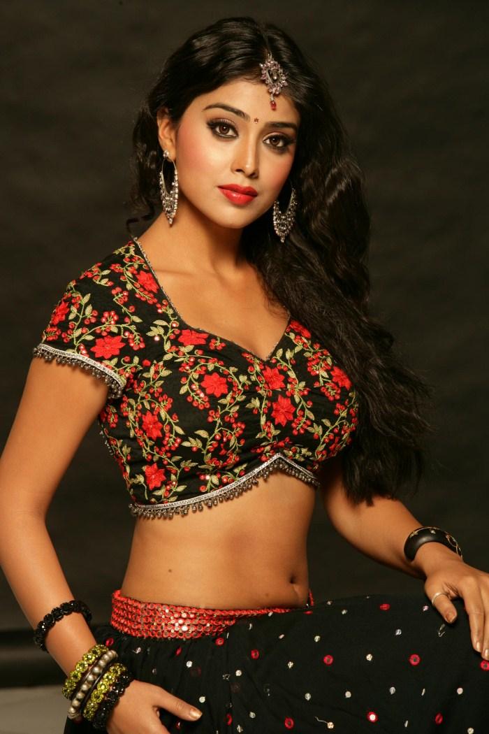 Shriya saran Latest Photo Stills | beauty zara phillips