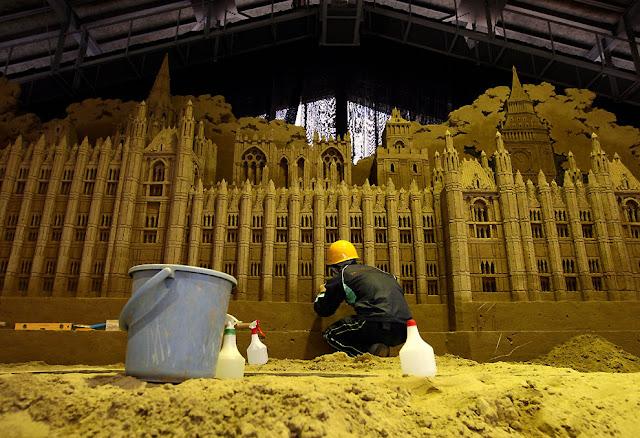 Enorme escultura de arena: edificio