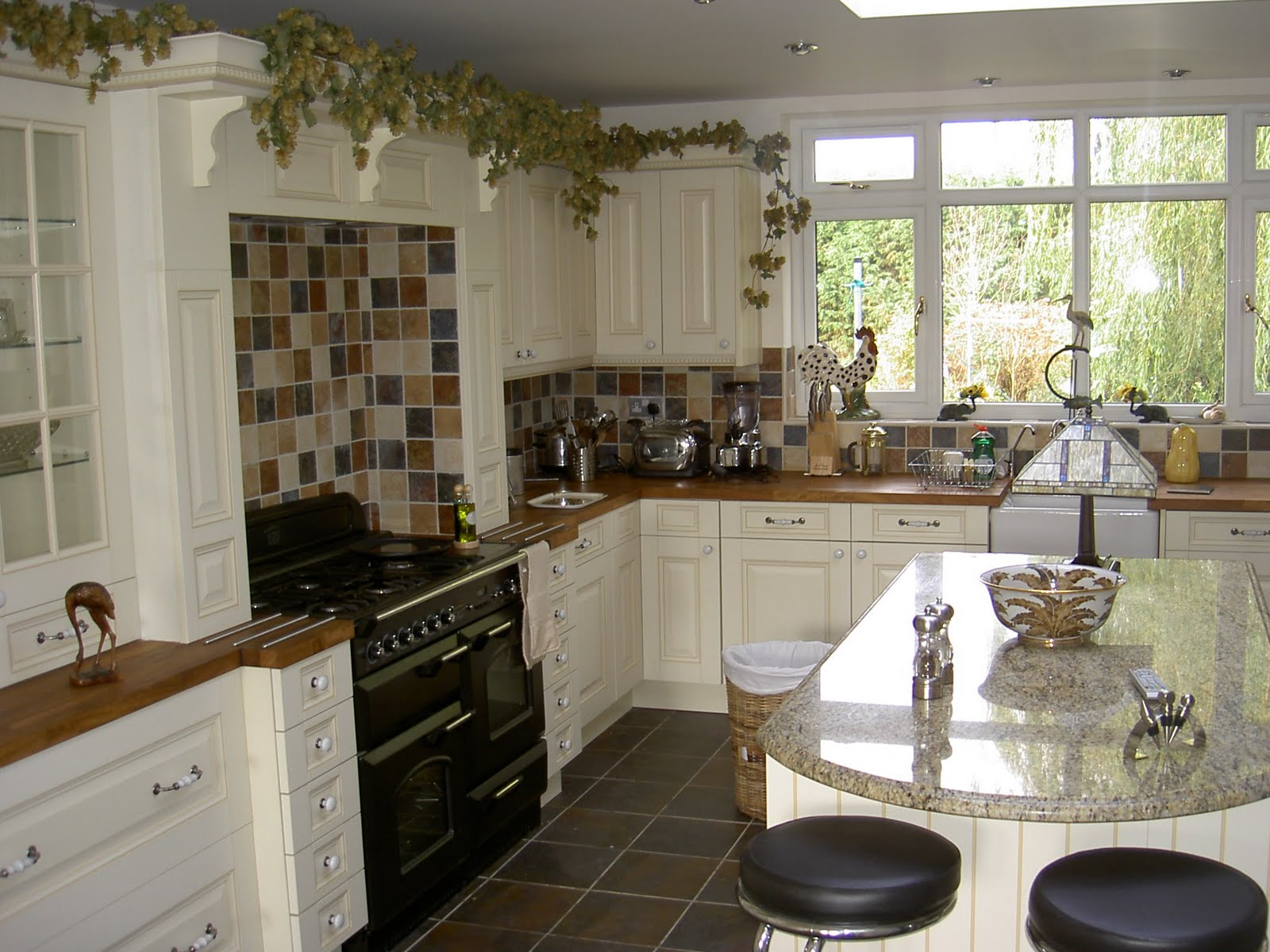 Interior design chatter create a country style kitchen for Country themed kitchen ideas
