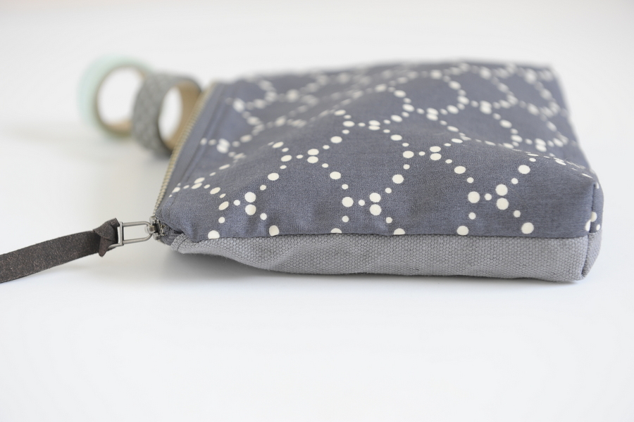 zipper handle zip clutch
