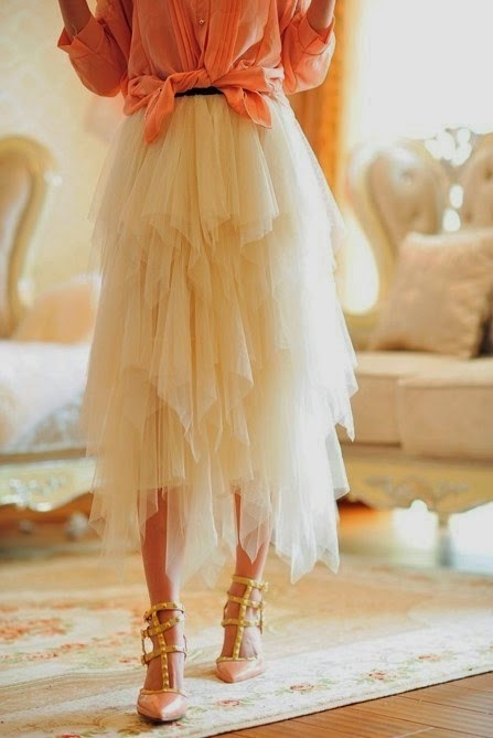 Tulle skirt. Love new ideas in dressing