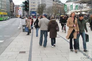 """Hamburg - Jungfernstieg - unsichtbarer """"Radweg"""""""