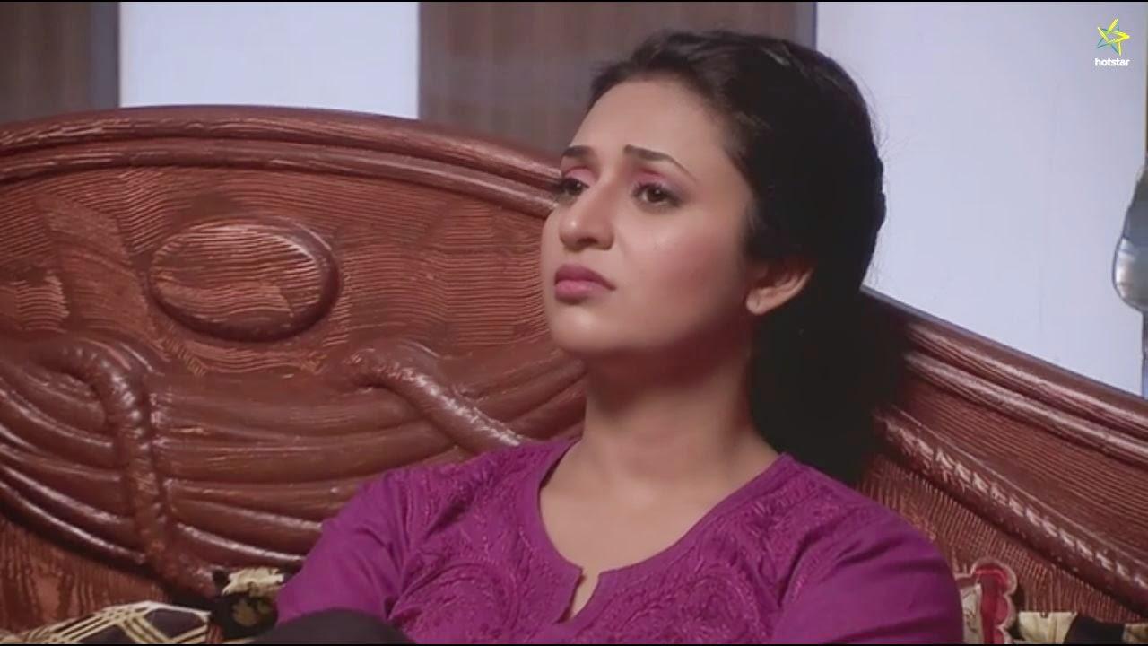 Closeup Ishita Chikankari kurta in Yeh hai Mohabbatein