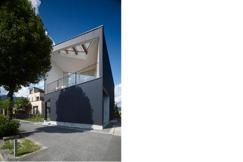 Contemporary Airhole House by Masahiro Kinoshita