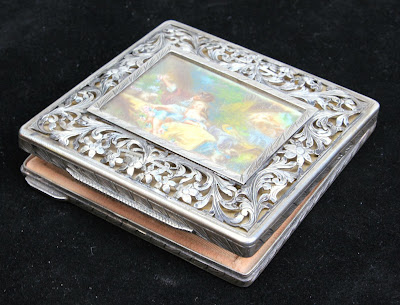 ANTIQUE 800 SILVER & HAND PAINTED ROMANTIC LADIES COMPACT NR!