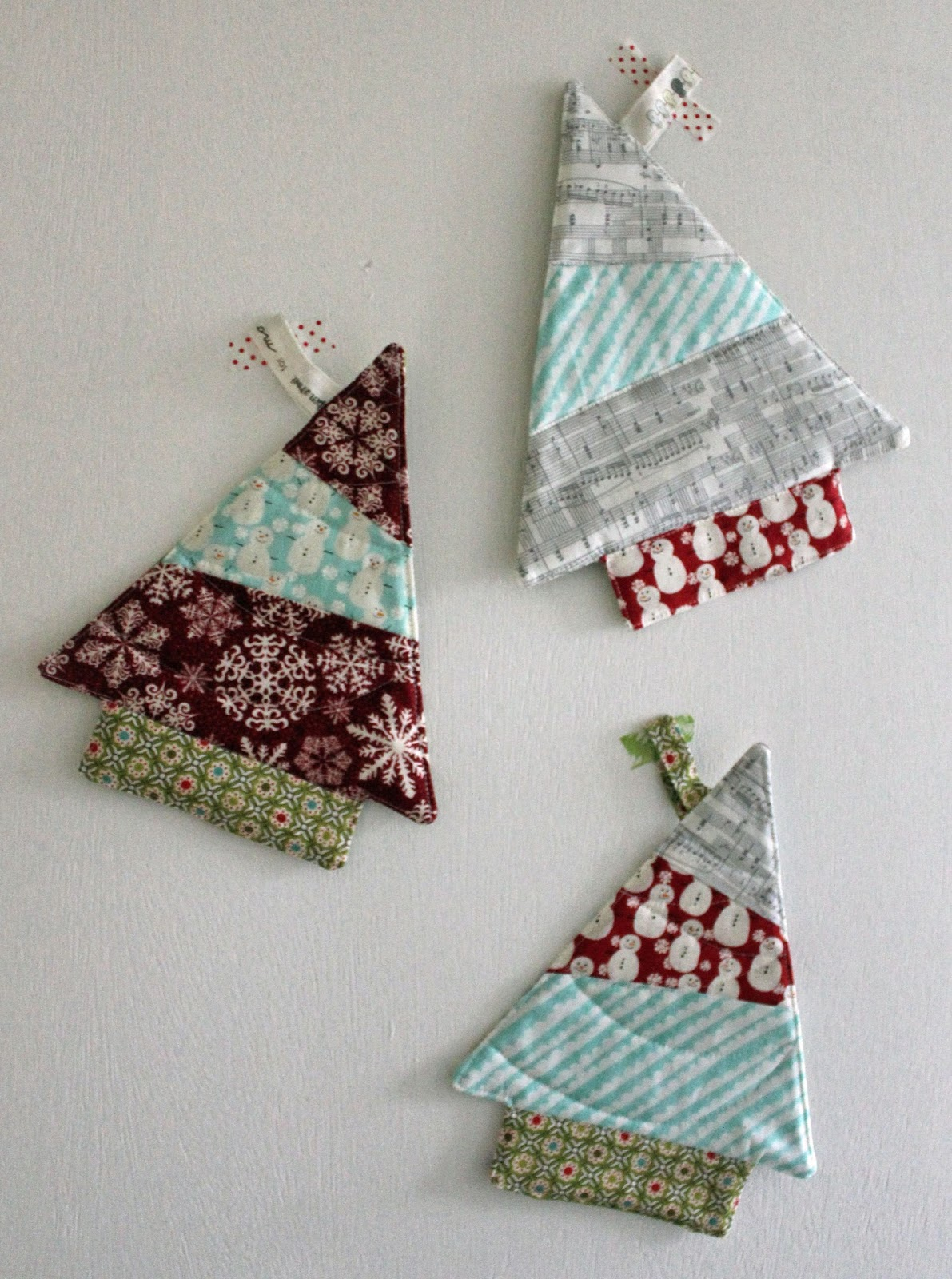 Stitching and bacon tree trivet tutorial christmas in for Bacon christmas tree decoration
