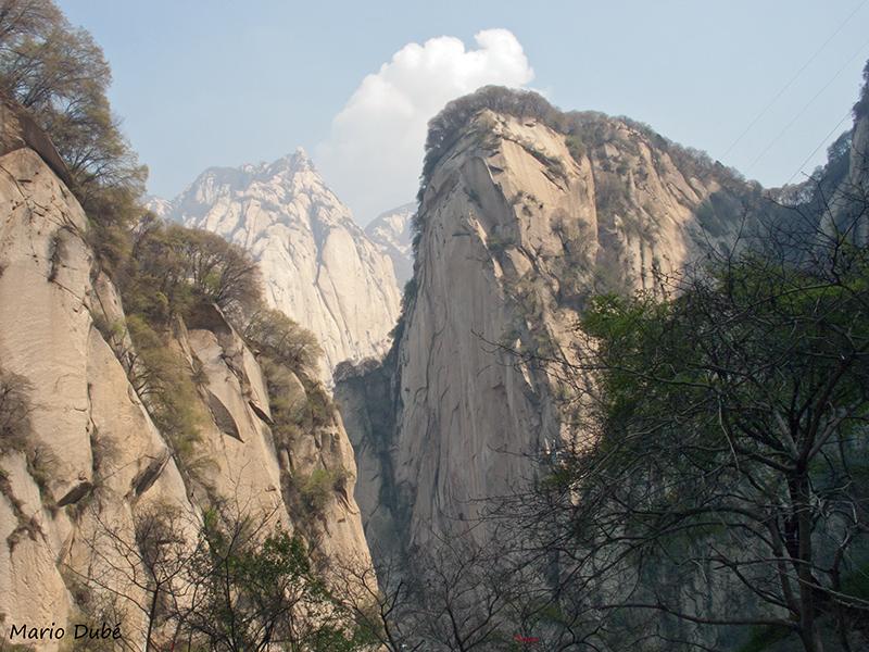 Montagnes de granit au mont Hua (Chine) le long du sentier des soldats