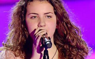 Lucía canta Quédate Conmigo de Pastora Soler