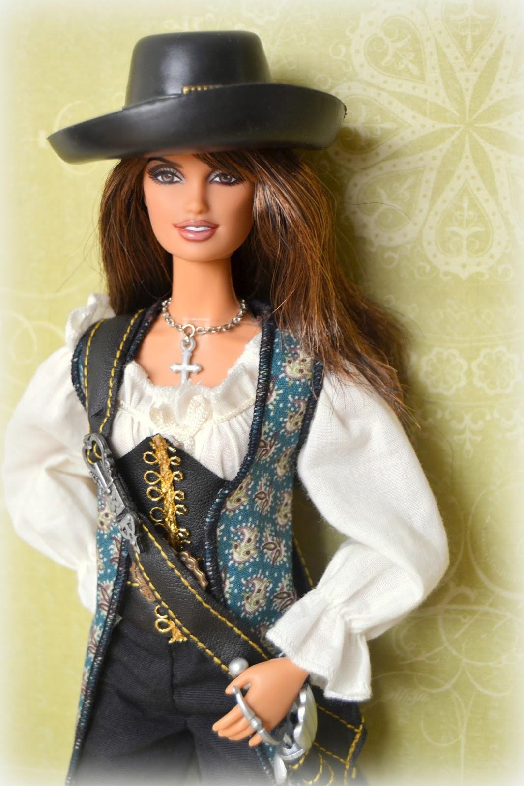 Barbie Angelica de Piratas del Caribe. Penélope Cruz. Cuerpo pivotal.