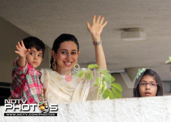 Bollywood star kids pictures of karishma kapoor 39 s for Terrace meaning in urdu