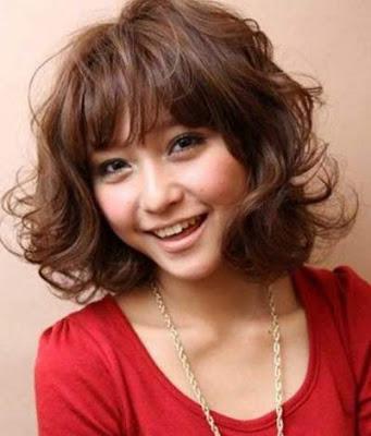 model rambut wavy bob wanita jepang