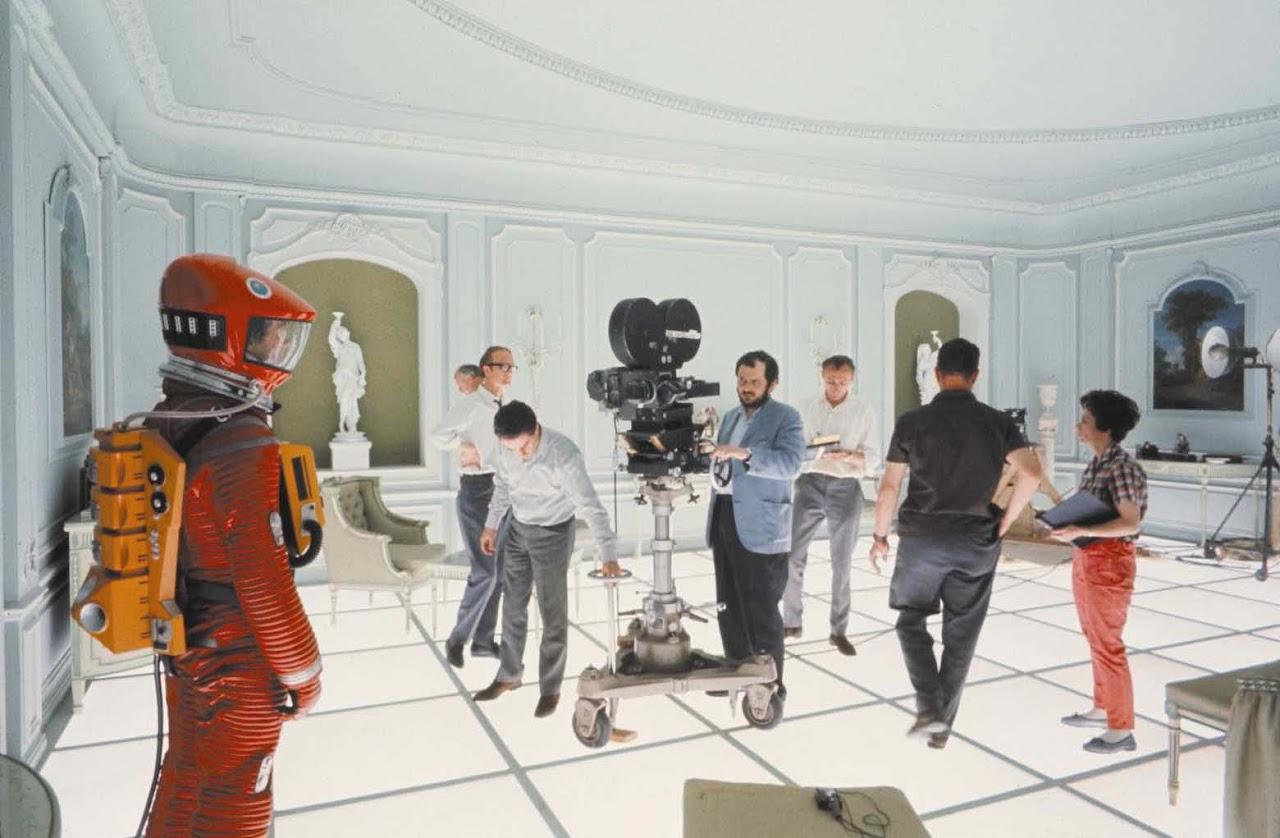 http://1.bp.blogspot.com/-zRsBHS7dhP4/T-mq52ORjwI/AAAAAAAAJwY/xJVeq_vlDys/s1600/2001-A-Space-Odyssey-2.jpg
