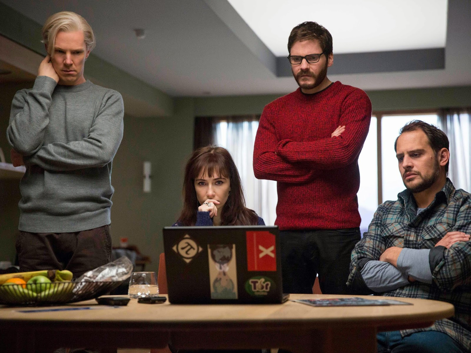Movie review of The Fifth Estate starring Cumberbatch, Bruhl, Thewlis, Capaldi, Tucci and Linney.