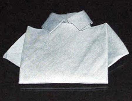 Como Doblar Servilletas en Forma de Camisa