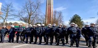 Na Alemanha, Policiais cercam igreja evangélica para evitar confrontos